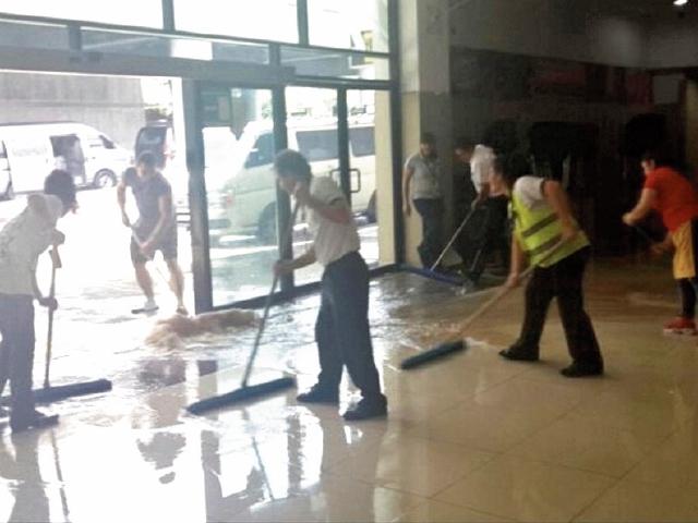 Problemas en distintos servicios del aeropuerto generan incomodidad de los visitantes. (Foto Prensa Libre: Hemeroteca PL)