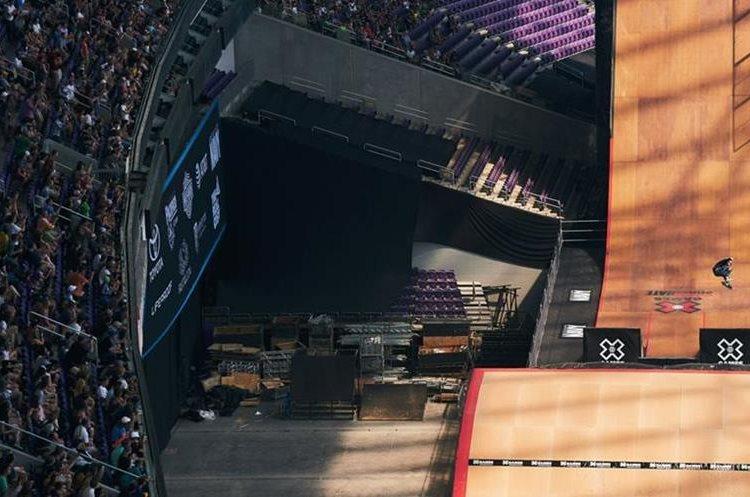 Aficionados disfrutan del espectáculo en el Bank Stadium. (Foto Prensa Libre: X Games)