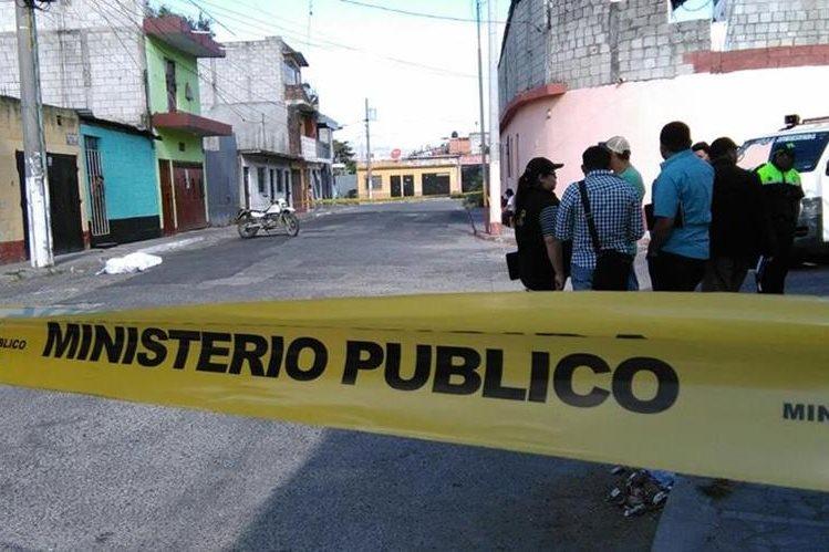 El cuerpo del menor fue localizado en la zona 7 de San Miguel Petapa. (Foto Prensa Libre: Erick Ávila)