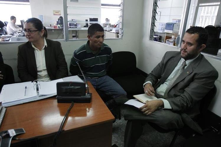 El policia municipal es acusado de haber matado a un supuesto ladrón de celulares (Foto Prensa Libre: Paulo Raquec)
