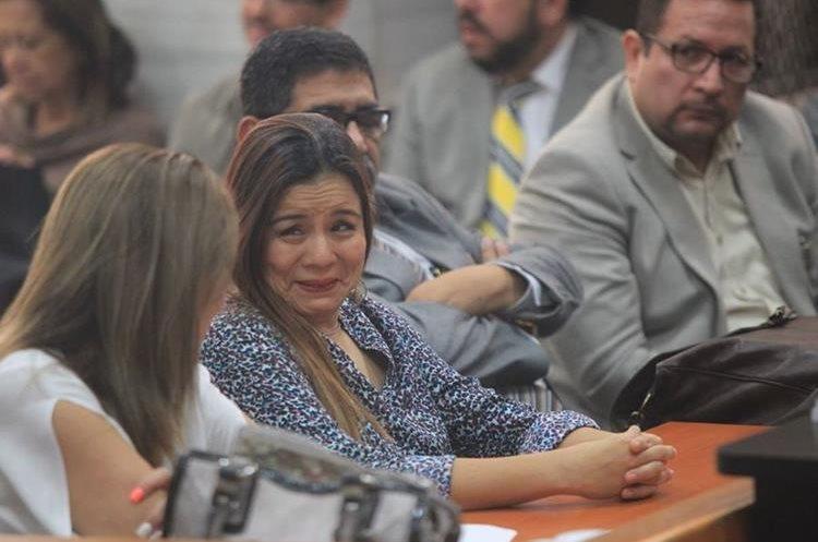 Claudia Méndez, exintendente de Aduanas, mientras el juez resuelve las excepciones. (Foto Prensa Libre: Esbin García)