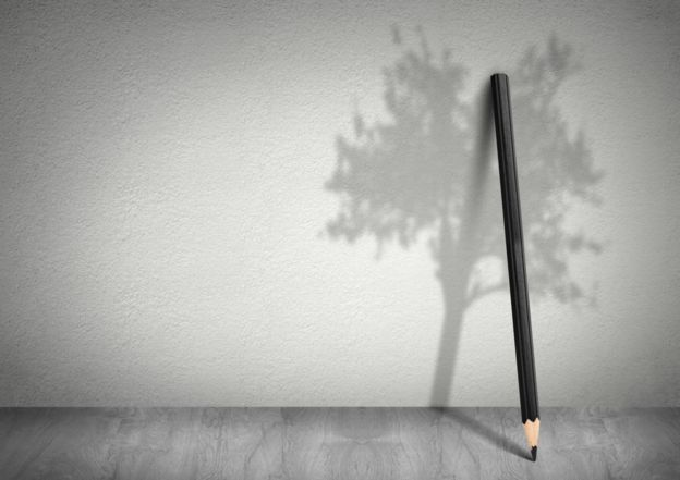 Los lápices, con 400 años de historia siguen produciéndose con un volumen anual de miles de millones pese a la disponibilidad de aparatos electrónicos. GETTY IMAGES