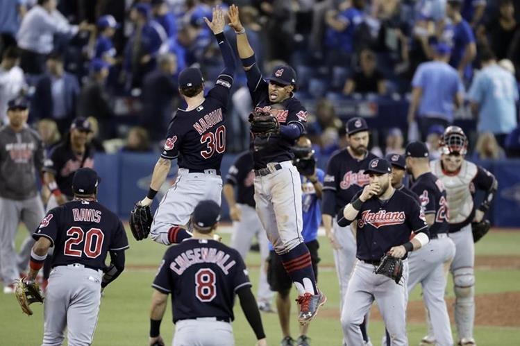 Así festejaron los jugadores de Cleveland al terminar el partido. (Foto Prensa Libre: AP)