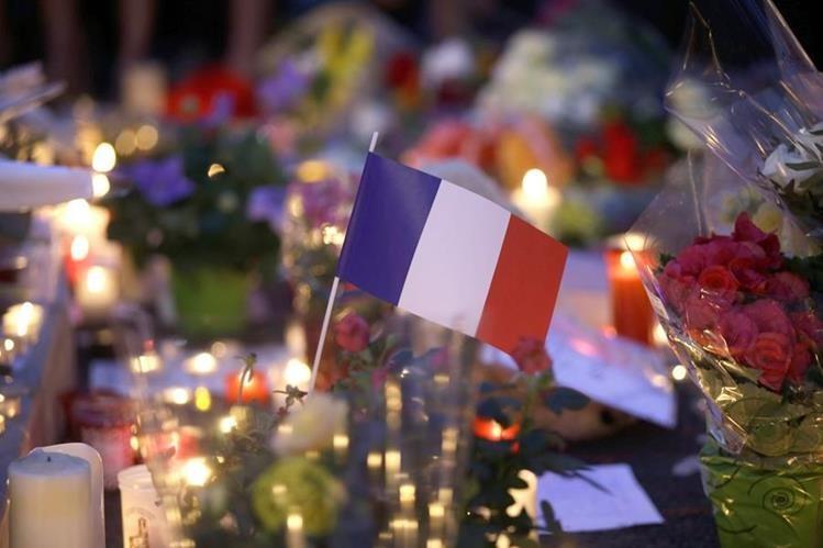 El atentado en Niza dejó 84 personas fallecidas y decenas más de heridos. (Foto Prensa Libre: AFP).