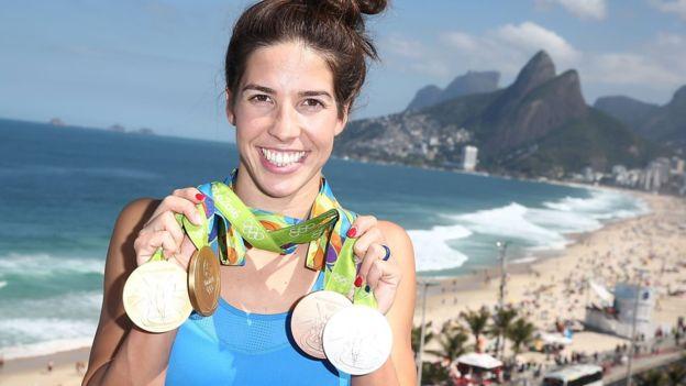 Maya Dirado ganó cuatro medallas, dos de ellas de oro, en la natación de Río con Estados Unidos. ()Getty=