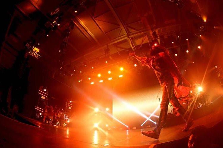 """Jared Leto, de Thirty Seconds To Mars, contagió a sus seguidores durante el show en Guatemala, el cual formó parte del """"Monolith Tour"""". (Foto Prensa Libre: Keneth Cruz)"""