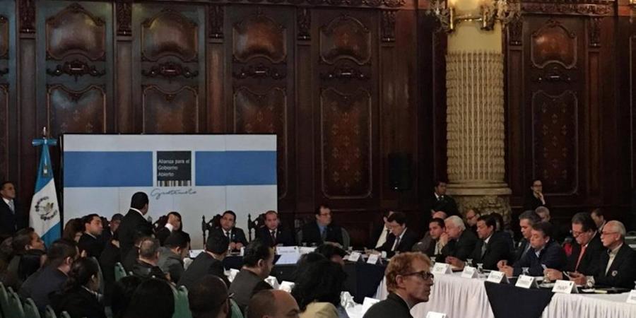 Seis de 20 organizaciones de la sociedad civil, que conforman la mesa de Gobierno Abierto decidieron suspender su participación de manera temporal por la crisis política actual. (Foto Prensa Libre: Hemeroteca)