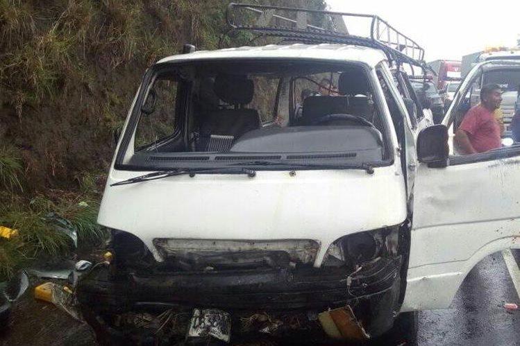 Microbús involucrado en el accidente. Foto Prensa Libre: Provial.