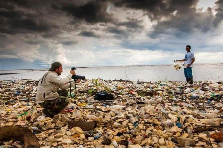 Toneladas de plástico llegan cada año al mar Caribe a través del río Motagua. (Foto Prensa Libre: Cortesía Sergio Izquierdo)