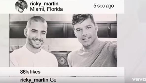 Esta es la selfie que Ricky Martin y Maluma se toman, pero por arte de magia desaparecen los recepcionistas que se encontraban atrás. (Foto Prensa Libre: YouTube)