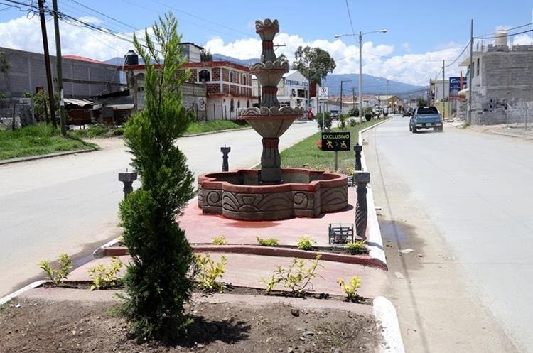 Una de las fuentes instaladas en el proyecto de jardinización de la calzada en Cambote, zona 11 de Huehuetenango. (Foto Prensa Libre: Mike Castillo).
