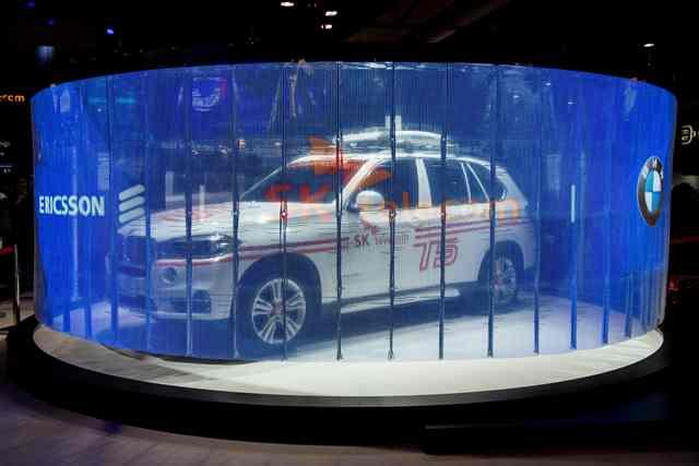 Vehículo con conexión 5G exhibido por Ericsson. (Foto Prensa Libre: AFP).