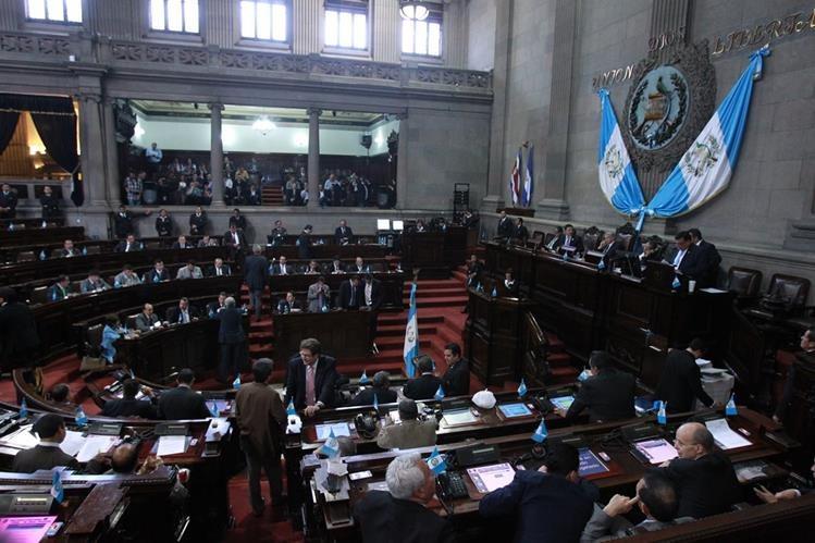 Seis diputados renunciaron a la bancada oficial, incluido el subjefe del bloque José Fernández. (Foto Prensa Libre: Hemeroteca PL)
