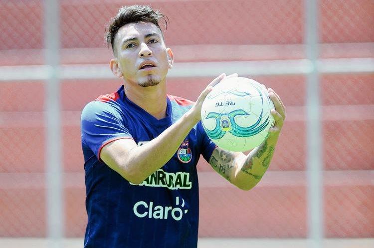 Marco Tulio Ciani, quedó al margen del club escarlata al finalizar el torneo Clausura 2015. (Foto Prensa Libre: Hemeroteca PL)