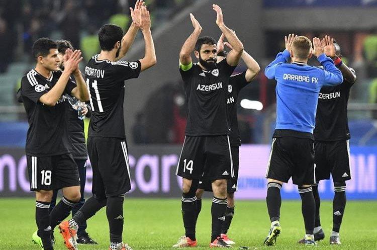 Jugadores del Qarabaj celebran el empate sin goles contra el Atlético de Madrid. (Foto Prensa Libre: AFP)