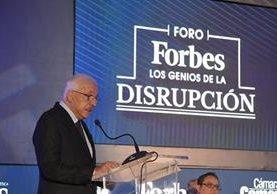 Mario López recibió el premio a la Excelencia Empresarial de la revista Forbes Centroamérica.
