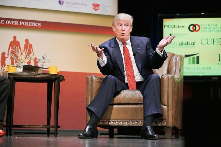 Donald Trump, precandidato republicano, recibe duras críticas de líderes de su partido por haber ofendido al senador Jhon McCain.