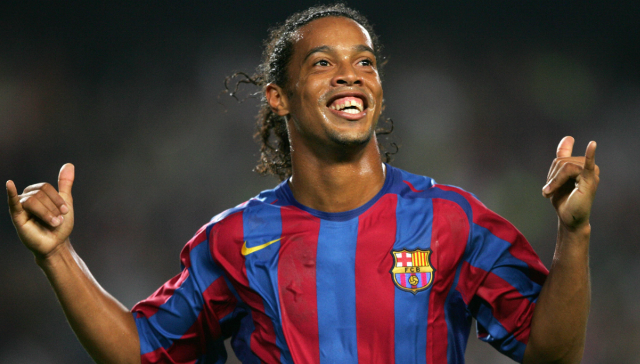 Ronaldinho es reconocido por su magia y sonrisa en el futbol internacional. (Foto Prensa Libre: Hemeroteca PL)