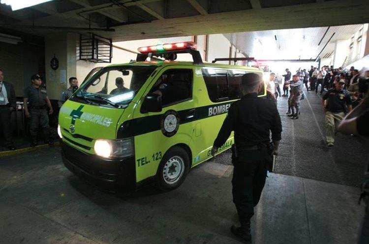 El 28 de julio de 2015 tres presuntos pandilleros fueron baleados en la Torre de Tribunales. Una mujer fue detenida tres días después. (Foto Prensa Libre: Hemeroteca PL)