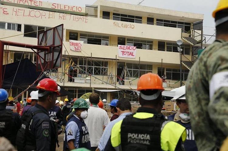 Continúan la búsqueda de sobrevivientes en colegio mexicano luego de terremoto del pasado 19 de septiembre. (Foto Prensa Libre: EFE)
