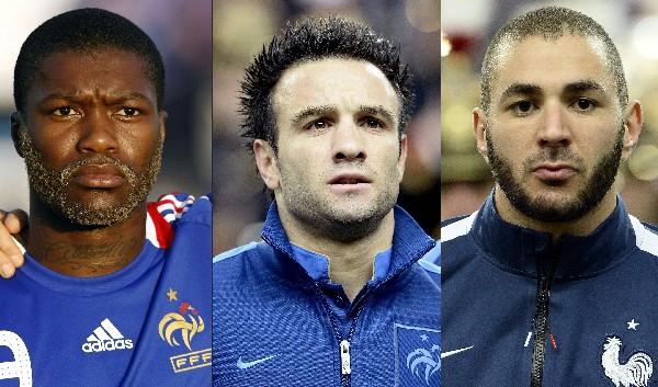 Los implicados en el caso, Benzema, derecha, Djibrill Cisse, izquierda y el afectado Mathieu Valbuena. (Foto Prensa Libre: AFP)