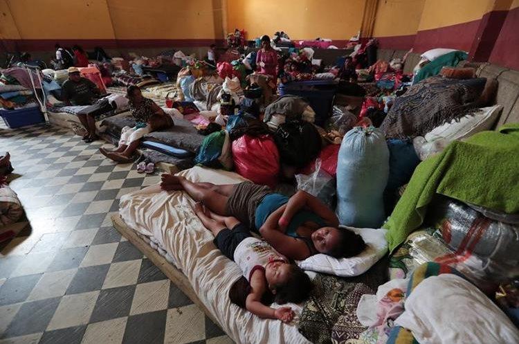 En los albergues de Escuintla se han registrado 587 casos de enfermedades respiratorias. (Foto Prensa Libre: Hemeroteca PL)