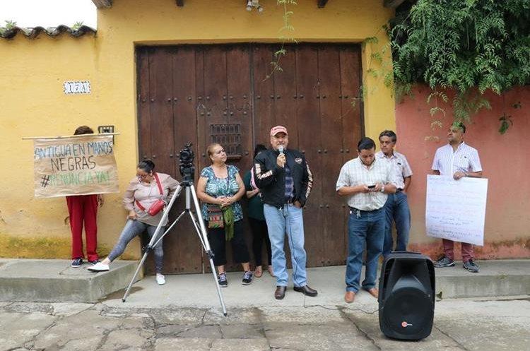 Algunos vecinos exigieron otras obras en la ciudad colonial.(Prensa Libre: Julio Sicán)