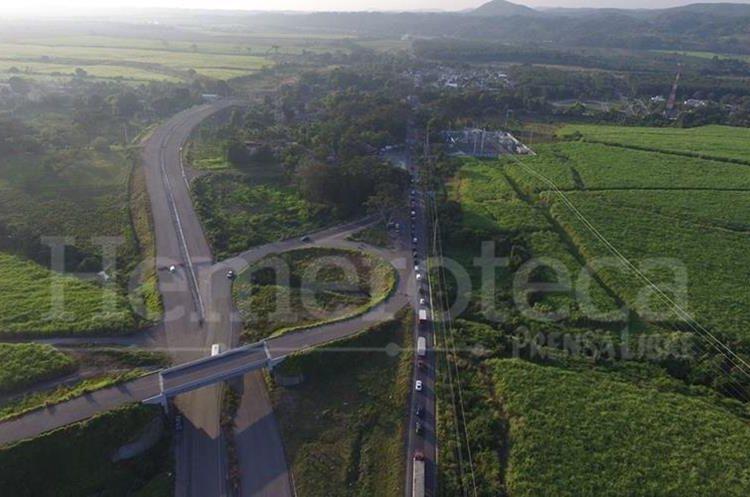 Costo de ruta de 97 kilómetros  sería de  Q180 millones,  pero será de  dos carriles y no de cuatro . (Foto Prensa Libre)