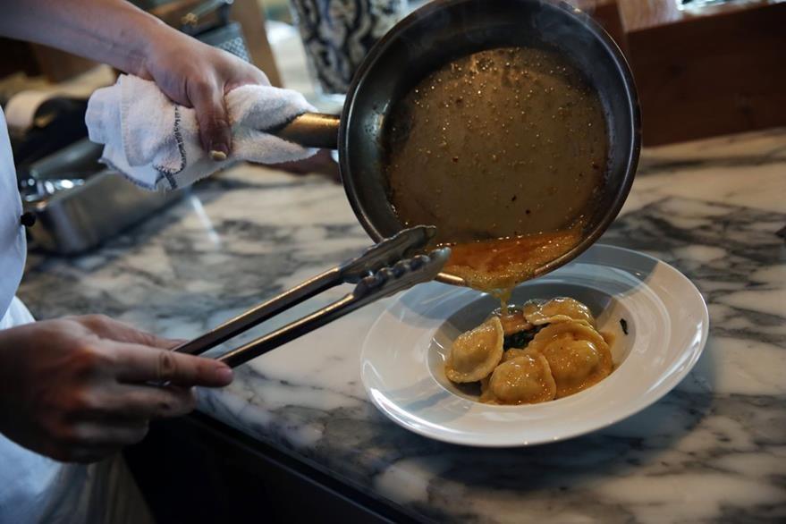 En Hong Kong, los gourmets y los turistas adoran degustar pescados y crustáceos. (Foto Prensa Libre: AFP).