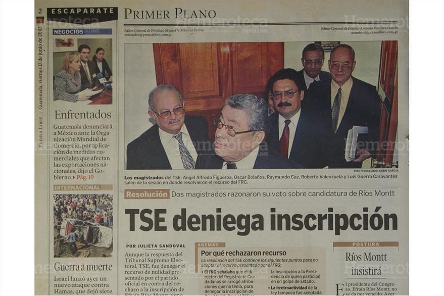 Los magistrados del TSE, salen de la sesión donde le es denegada la inscripción a Ríos Montt. (Foto: Hemeroteca PL)