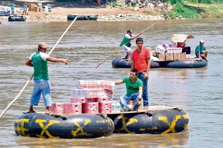 durante el fin de semana último se pudo observar gran movimiento de mercaderías en el río Suchiate.