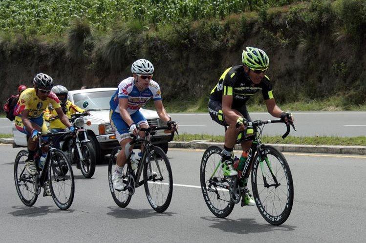 Manuel Rodas -Centro- se siente motivado por representar a Guatemala en un Mundial de Ciclismo. (Foto Prensa Libre: Carlos Ventura)