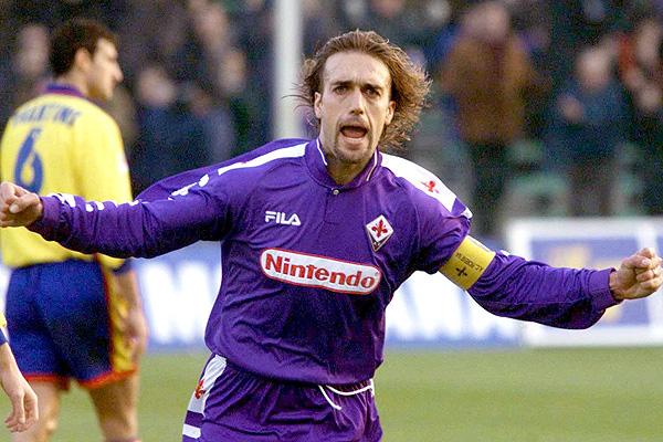 El argentino Gabriel Omar Batistuta fue una de las grandes figuras de la Fiorentina. (Foto Prensa Libre: Internet)