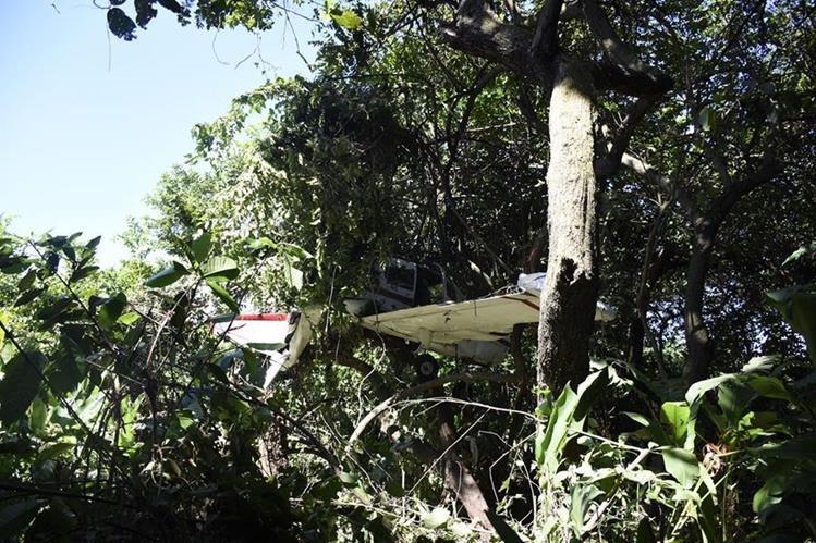 Área donde quedó la avioneta accidentada en Escuintla. (Foto Prensa Libre: Enrique Paredes).