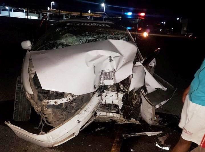 Vehículo en el que viajaba Kelvin Campos quedó con serios daños. (Foto Prensa Libre: Mario Morales).