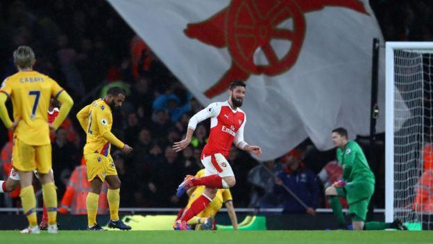 Ni Giroud ni los jugadores del Crystal Palace podían creer lo que acababa de ocurrir. (GETTY)
