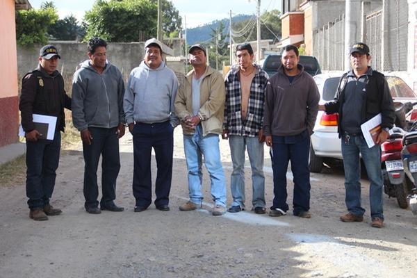 <p></p><p>Los detenidos son sindicados de la muerte de un joven. (Foto Prensa Libre: Mike Castillo)</p>
