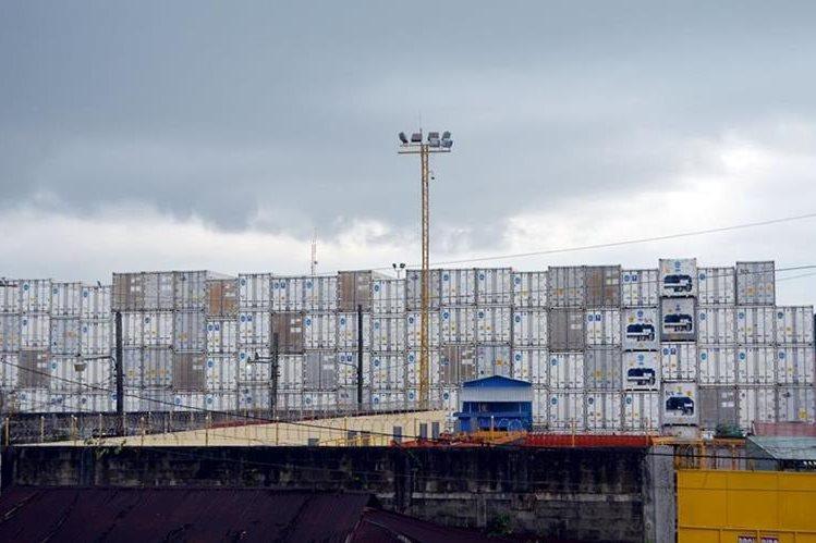 Cientos de contenedores se acumulan en Puerto Santo Tomás de Castilla, Izabal. (Foto Prensa Libre: Dony Stewart)