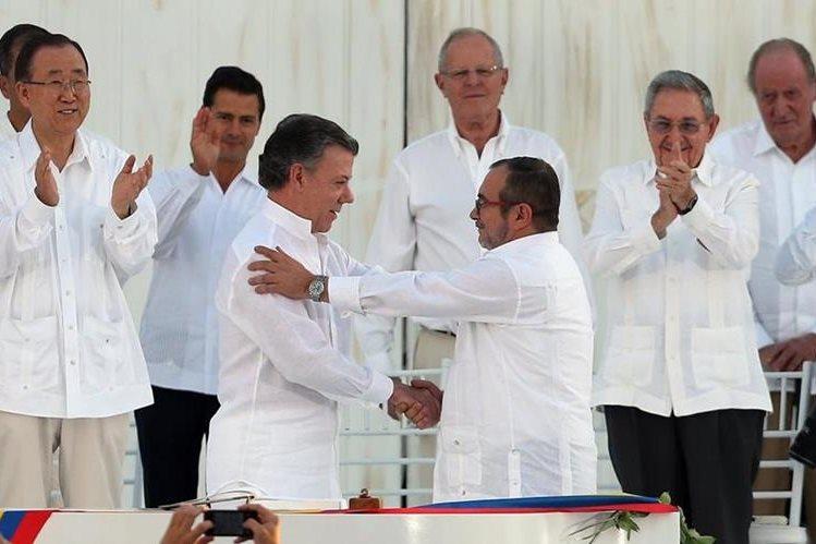 Los colombianos deciden con el 50,2 por ciento rechazar los acuerdos de paz entre el Gobierno y las Farc. (Foto Prensa Libre: AFP)