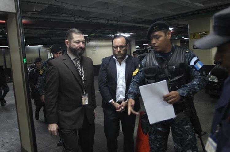 Juan Arturo Jegerlehner Morales se presentó voluntariamente al juzgado y fue ordenada su detención por una orden girada desde el miércoles de la semana pasada. (Foto Prensa Libre: Erick Ávila)