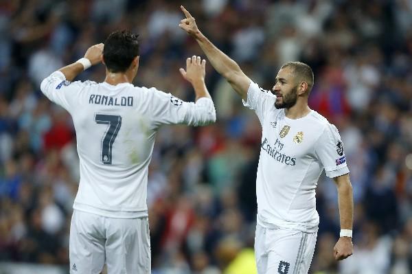 Cristiano Ronaldo y Karim Benzema, los protagonistas de la noche. (Foto Prensa Libre: AP)