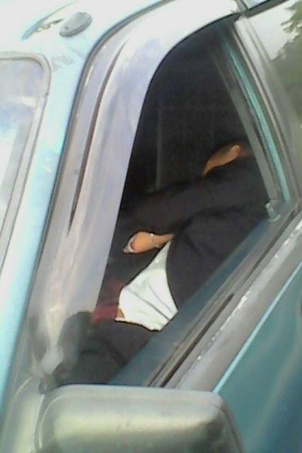El conductor dormía dentro del vehículo. (Foto: Municipalidad de Mixco)