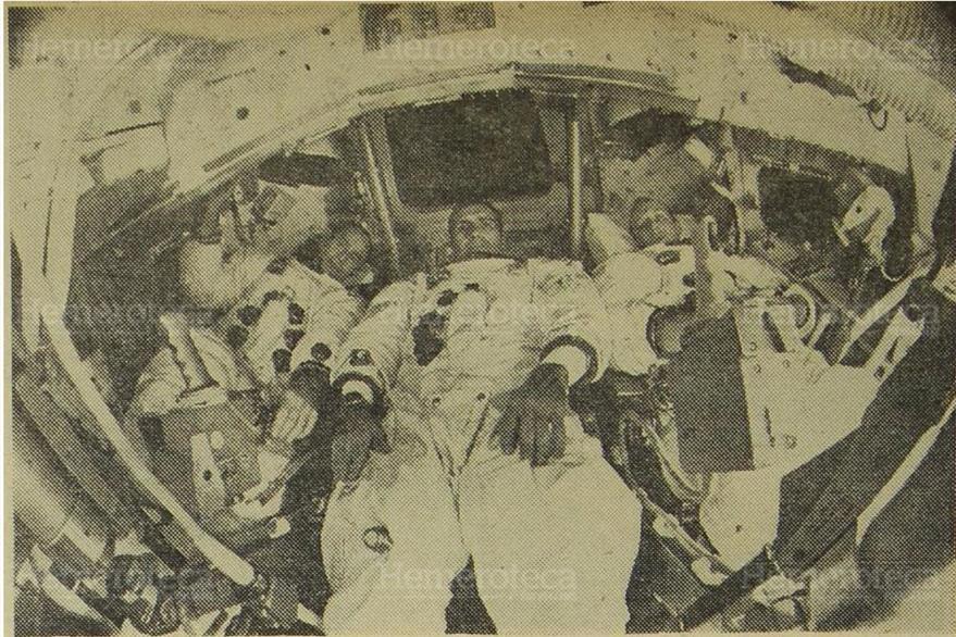12/11/1969 Tripulantes de la misión Apolo 12, durante una práctica en un módulo de comando simulado. (Foto: Hemeroteca PL)