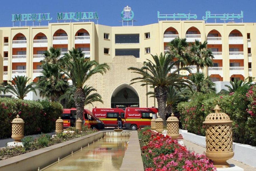 Vista general del frente del hotel Imperial Marhaba en Túnez que fue atacado por terroristas que causaron la muerte de al menos 27 turistas. (Foto Prensa Libre: AFP).