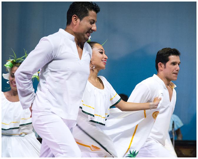Es la primera vez que el Ballet Moderno y Folclórico sube a escena esta novela de romance, acción y política.  (Foto Prensa Libre: Mario Rivera Cabrera)