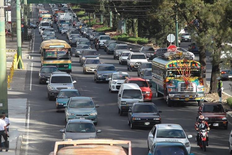 Se calcula que una gran cantidad de automovilistas no han pagado el impuesto de circulación, muchos aún tienen multas por infracciones de tránsito pendientes de pago. (Foto Prensa Libre: Hemeroteca PL)