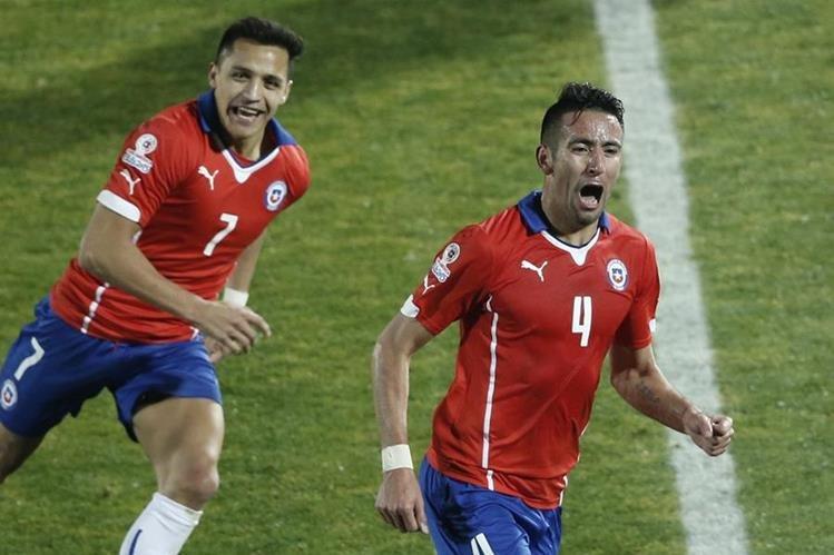 Mauricio Isla explotó en felicitad tras anotar el único tanto del juego, que le alcanzó a la selección chilena para avanzar a semifinales de la Copa América. (Foto Prensa LIbre: AP)