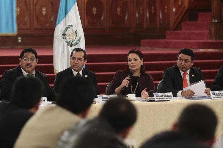 La ex vicepresidenta Roxana Baldetti participaba una reunión con los gobernadores departamentales, durante el Gobierno del Partido Patriota en el 2014, meses antes de ser capturada. (Foto HemerotecaPL)