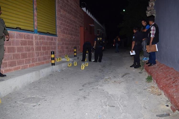Lugar donde la víctima resultó herida de bala en la cabecera de Zacapa. (Foto Prensa Libre: Víctor Gómez).