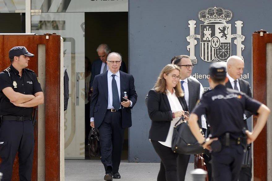 Rodrigo Rato llega a un tribunal de Madrid, España. (AFP)